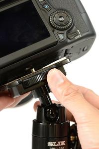 カメラの取り付けがしやすいカメラ台装備