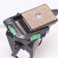 2軸水準器とクイックシューを装備