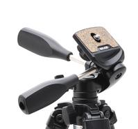 ダブルナット式のカメラ取り付けネジを採用した、3ウェイ雲台をセット