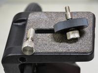 U3/8インチ・U1/4インチ両規格のカメラネジ採用